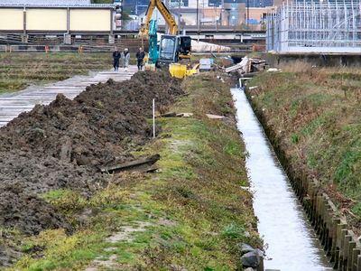 水路溝畔の補修市営工事