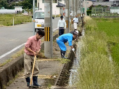 農業排水路泥上げ1