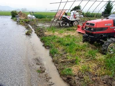 排水溝掘り