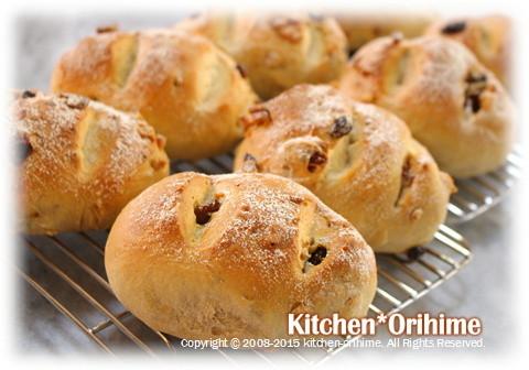 胡桃とレーズンのパン