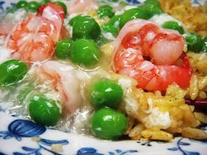海老とエンドウ豆のあんかけチャーハン♪