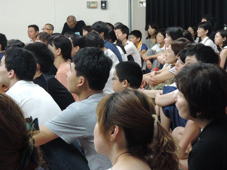 見本の劇 観客