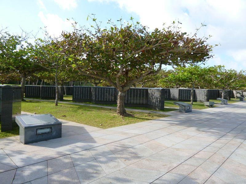 沖縄 祈念館 碑