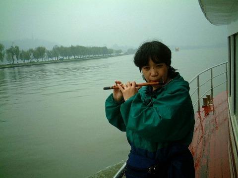西湖で吹く笛