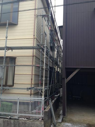 新潟県三条市の屋根外壁リフォーム専門店《遠藤組》 外壁カバー工事の足場組立