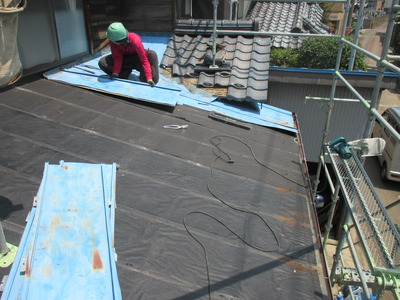 新潟県三条市の屋根外壁塗装リフォーム専門店遠藤組 屋根取り除き作業