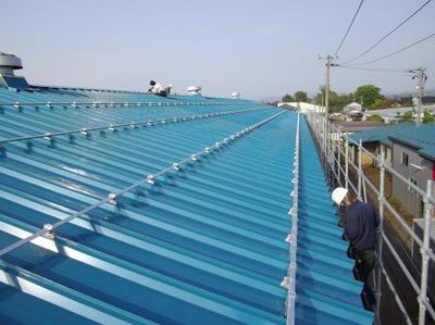 三条市内O様の倉庫屋根改修工事、完了しました。