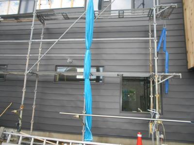新潟県三条市の屋根外壁塗装リフォーム専門店 遠藤板金工業 ガルバリウム鋼板の屋根材で外壁リフォーム