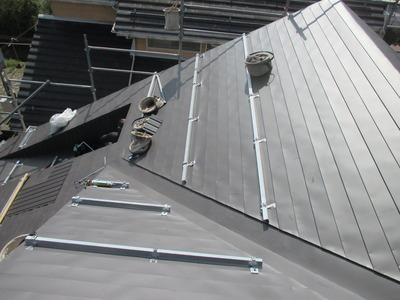 新潟県三条市の屋根外壁塗装リフォーム専門店《遠藤組》 瓦を下ろして板金屋根に