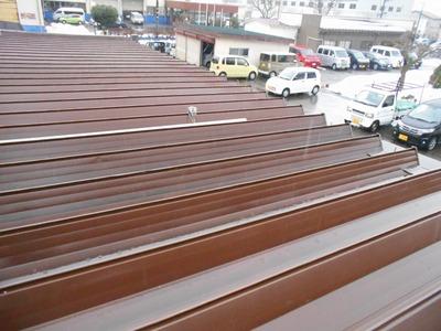 折板雨漏り修理 新潟県三条市の屋根外壁塗装リフォーム専門店遠藤組 雨漏りオーバーフロー