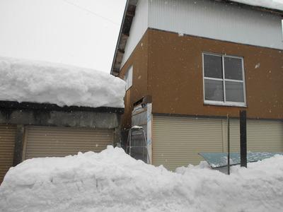 新潟県三条市の屋根外壁塗装リフォーム専門店 遠藤組 小千谷市の現場は雪が多い