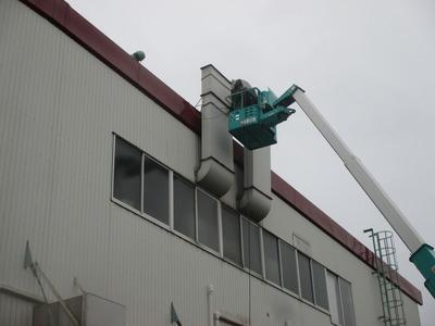 新潟県三条市の屋根外壁塗装リフォーム専門店遠藤組 ダクト撤去作業中