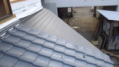 新潟県三条市の屋根外壁リフォーム専門店遠藤組 部分的に横葺カラーGL