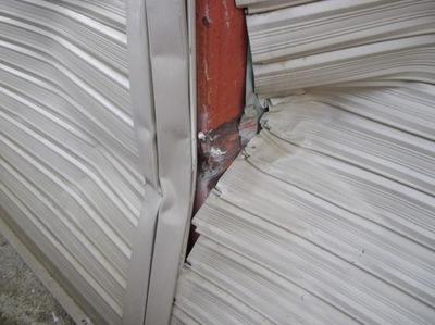 新潟県三条市の屋根外壁リフォーム専門店遠藤組 保険対応の工事  シャッター、外壁修理