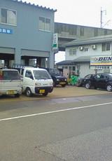 燕市のアオキ自動車さんです。