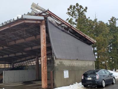 新潟県三条市の屋根専門店『遠藤板金工業』風で捲れた屋根修繕工事