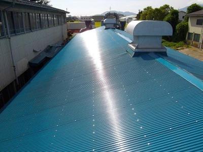 燕市T社様工場の波板屋根カバー工事90%程進みました!