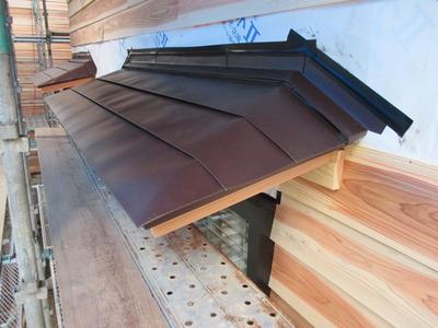 新潟県三条市の屋根外壁塗装リフォーム専門店遠藤組 霧除け横葺ステンレス板貼り