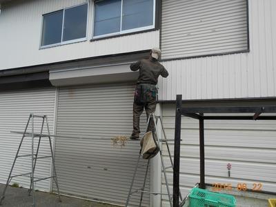 新潟県三条市の屋根外壁塗装リフォーム専門店遠藤組 シャッターボックス上のスキマ塞ぎ