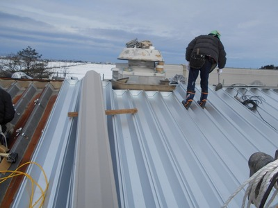 新潟県三条市の屋根外壁塗装リフォーム専門店 遠藤組 折板屋根カバーリングリフォーム