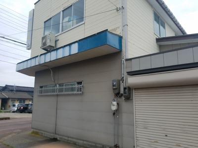 新潟県三条市の屋根外壁修理車でぶつけた部分の修理 遠藤板金工業