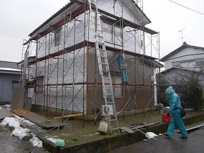 新潟県三条市の屋根外壁リフォーム専門店《遠藤組》 雨の中、御苦労さまです。
