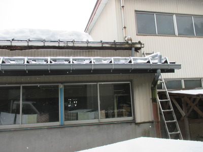 新潟県三条市の屋根外壁塗装リフォーム専門店遠藤組 S製作所様の屋根カバー工事完了