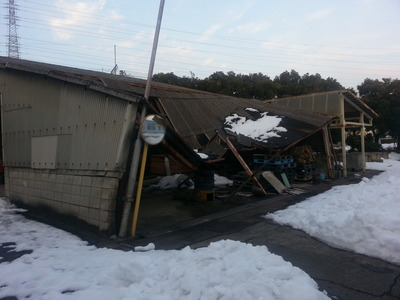 新潟県燕三条の屋根外壁雨といリフォーム専門店遠藤組 積雪で倒壊