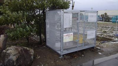 新潟県三条市の屋根外壁塗装リフォーム専門店 遠藤組 ごみステーションの屋根に波板ガルバリウム鋼板貼り