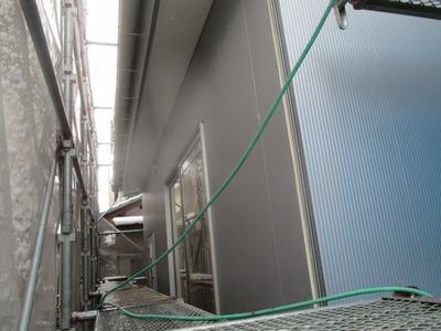 新潟県三条市の屋根外壁塗装リフォーム専門店 遠藤板金工業 アイジーガルステージを施工中