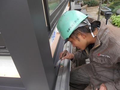 新潟県三条市の屋根外壁とそリフォーム専門店遠藤板金工業有限会社 若い社員さん