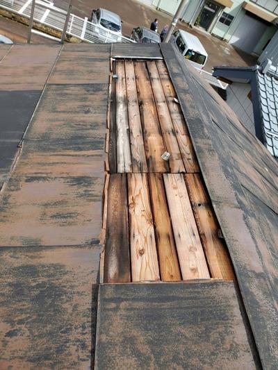新潟県三条市の屋根修理板金塗装専門店「遠藤組」 三条市内倉庫屋根部分的葺き替え