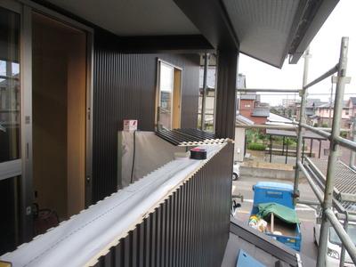 新潟県三条市の屋根外壁雨樋専門店《遠藤板金工業有限会社》 ガルスパンを貼っています