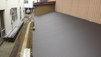 新潟県三条市の屋根外壁リフォーム専門店 屋根波板張り