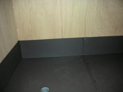 新潟県三条市の屋根外壁塗装リフォーム専門店遠藤組 仮設ふろ場の床張り