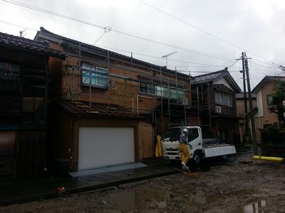 新潟県三条市の屋根外壁塗装リフォーム専門店遠藤組 雨樋取り替え工事の為の仮設足場