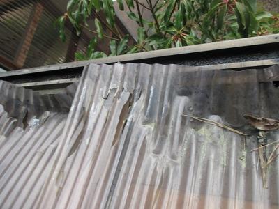 新潟県三条市の屋根外壁塗装リフォーム専門店遠藤組 ベランダ屋根ポリカ波板の修理