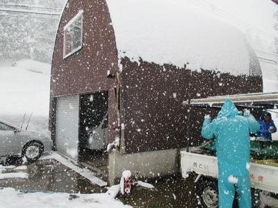 新潟県三条市の屋根外壁塗装リフォーム専門店遠藤組 アーチ車庫外壁下地修理
