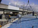 今日は快晴、屋根工事日和。見附市Y社様屋根カバー工事いよいよ荷上げ。