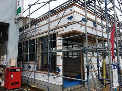 新潟県三条市の屋根外壁塗装リフォーム専門店遠藤組 外壁の採寸に来ました。