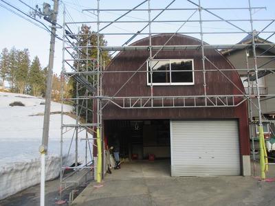 新潟県三条市の屋根外壁塗装リフォーム専門店遠藤組 アーチ型車庫のナミイタ張り替え