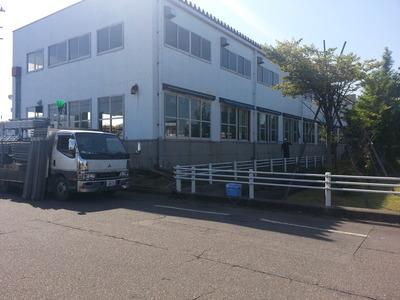新潟県三条市の屋根外壁リフォーム専門店《遠藤組》見附市G社様の屋根カバー工事初日です。