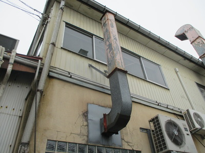 新潟県三条市の屋根外壁塗装リフォーム専門店遠藤組 燕市I社様の排気ダクト取り替え工事