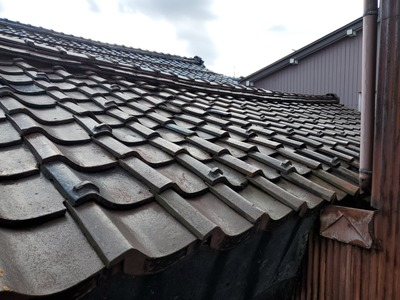 土蔵の屋根、雨漏り