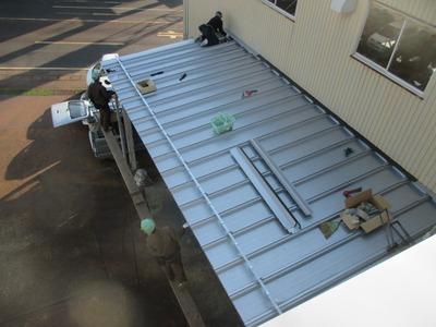 新潟県三条市の屋根外壁塗装リフォーム専門店遠藤組 屋根カバーリング今日完了予定