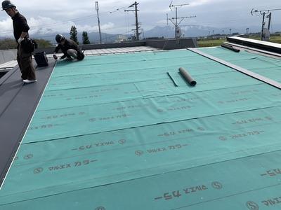 新潟県三条市の屋根外壁塗装リフォーム専門店 立平葺きカラーGL0、35