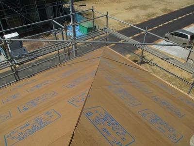 新潟県三条市の屋根外壁塗装リフォーム専門店遠藤組 屋根下地アスファルトルーフィング貼り