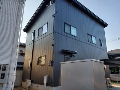 新潟県三条市の屋根外壁専門店「遠藤板金工業」冬害の心配がない金属サイディング