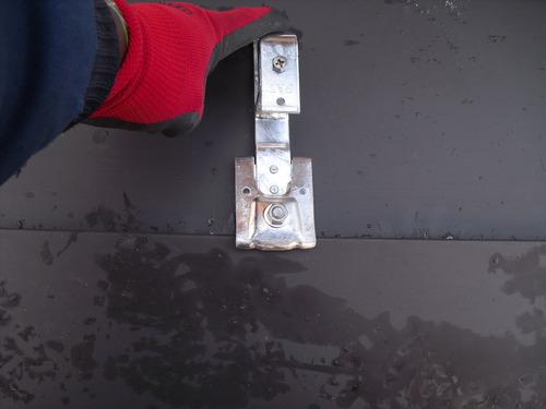 新潟県三条市屋根外壁塗装リフォーム専門店 雪止め金具・アングル 後付金具