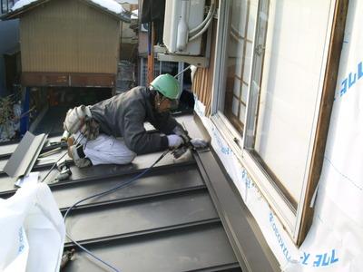 新潟県三条市の屋根外壁リフォーム専門店《遠藤組》屋根瓦棒葺カラーガルバリウム鋼鈑に葺き替え